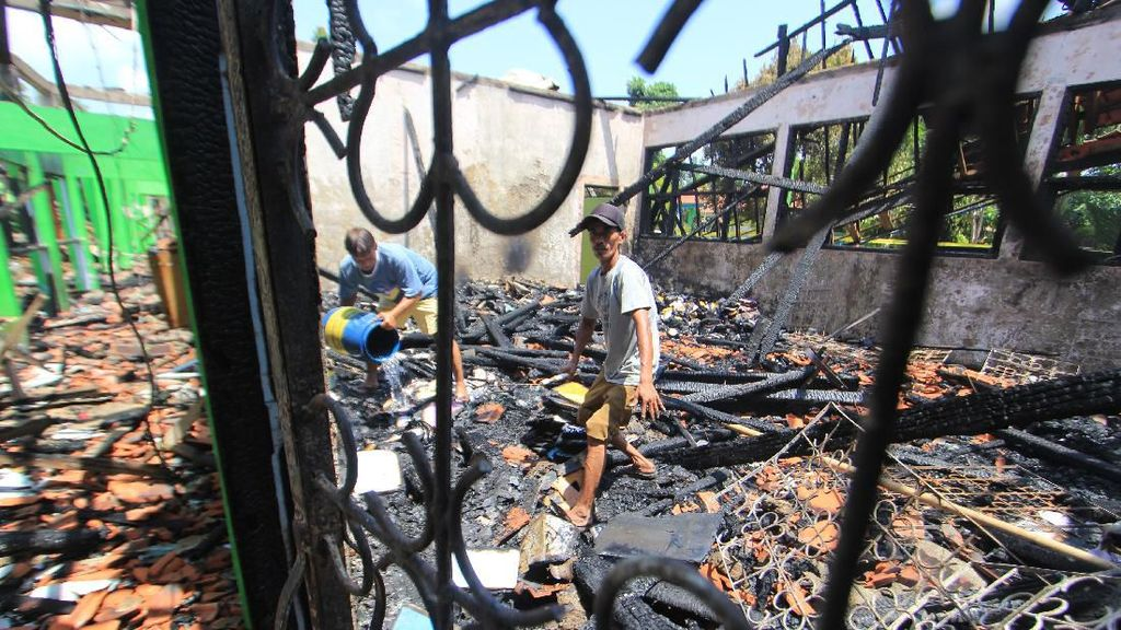 Gedung SMP 2 Indramayu Ludes Dilalap Si Jago Merah