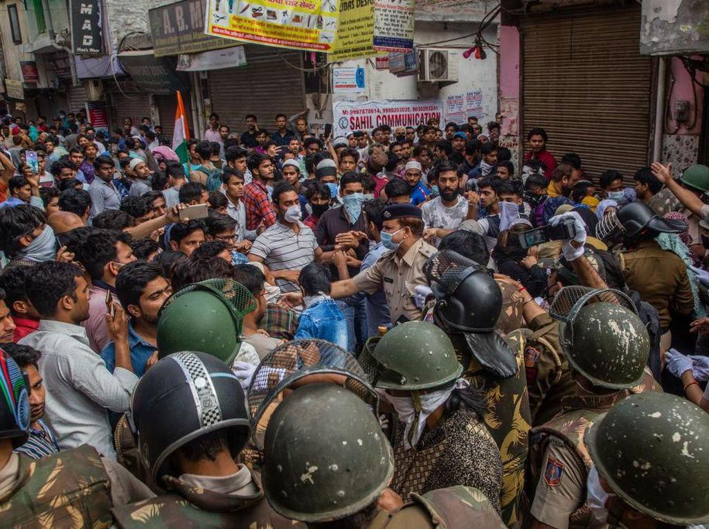 Video Warga India Panik Dilockdown