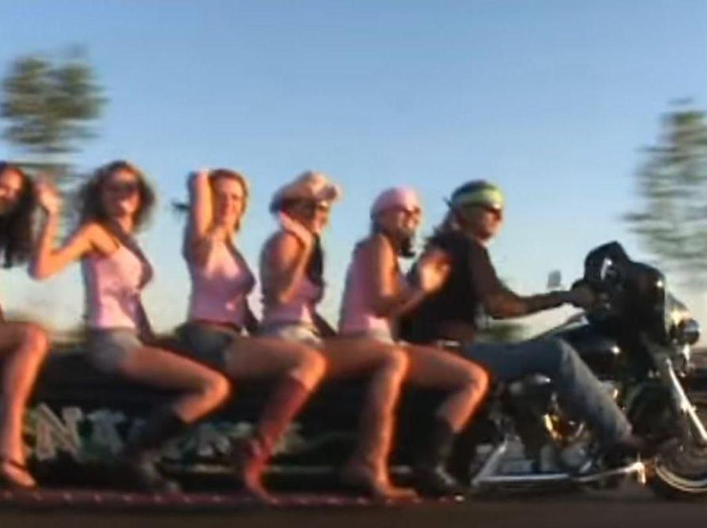 Wujud Harley-Davidson Panjang yang Bisa Tampung 9 Penumpang