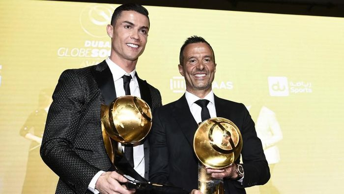 Juventus Portuguese forward Cristiano Ronaldo (L), holding his Best Player of the Year 2018 Award and Portuguese football agent Jorge Mendes, holding his Best Agent of the Year 2018 Award pose during the 10th edition of the Dubai Globe Soccer Awards on January 3, 2019 in Dubai. (Photo by Fabio FERRARI / La Presse / AFP) / Italy OUT - China OUT