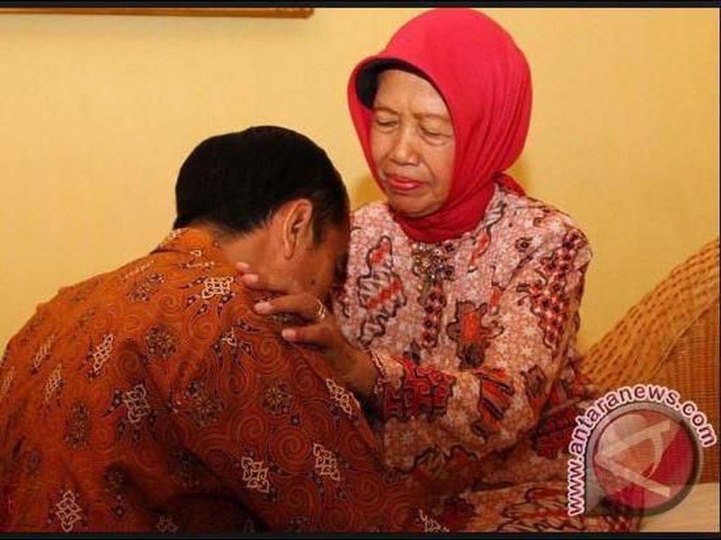 Biasa Saja, Jawaban Khas yang Sama antara Jokowi dan Sang Ibu