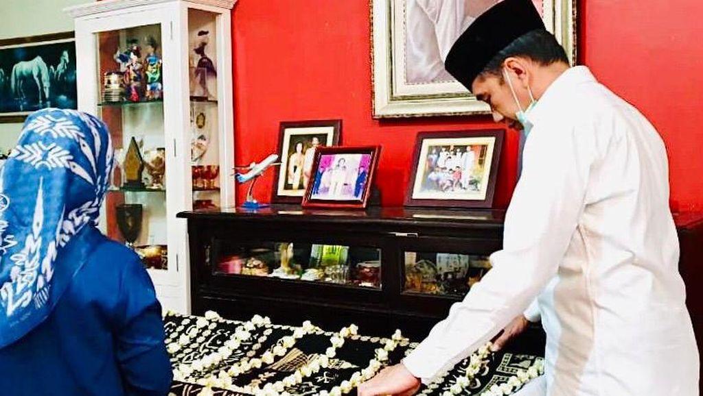 Potret Suasana Rumah Duka Ibunda Presiden Jokowi