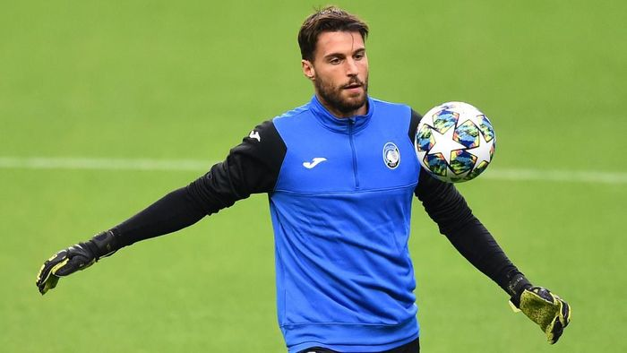MANCHESTER, ENGLAND - OCTOBER 21: Marco Sportiello of Atalanta in action during a training session ahead of the UEFA Champions League Group C match against Manchester City at Etihad Stadium on October 21, 2019 in Manchester, England. (Photo by Nathan Stirk/Getty Images)