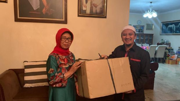 Yusuf Mansur dan Ibunda Jokowi