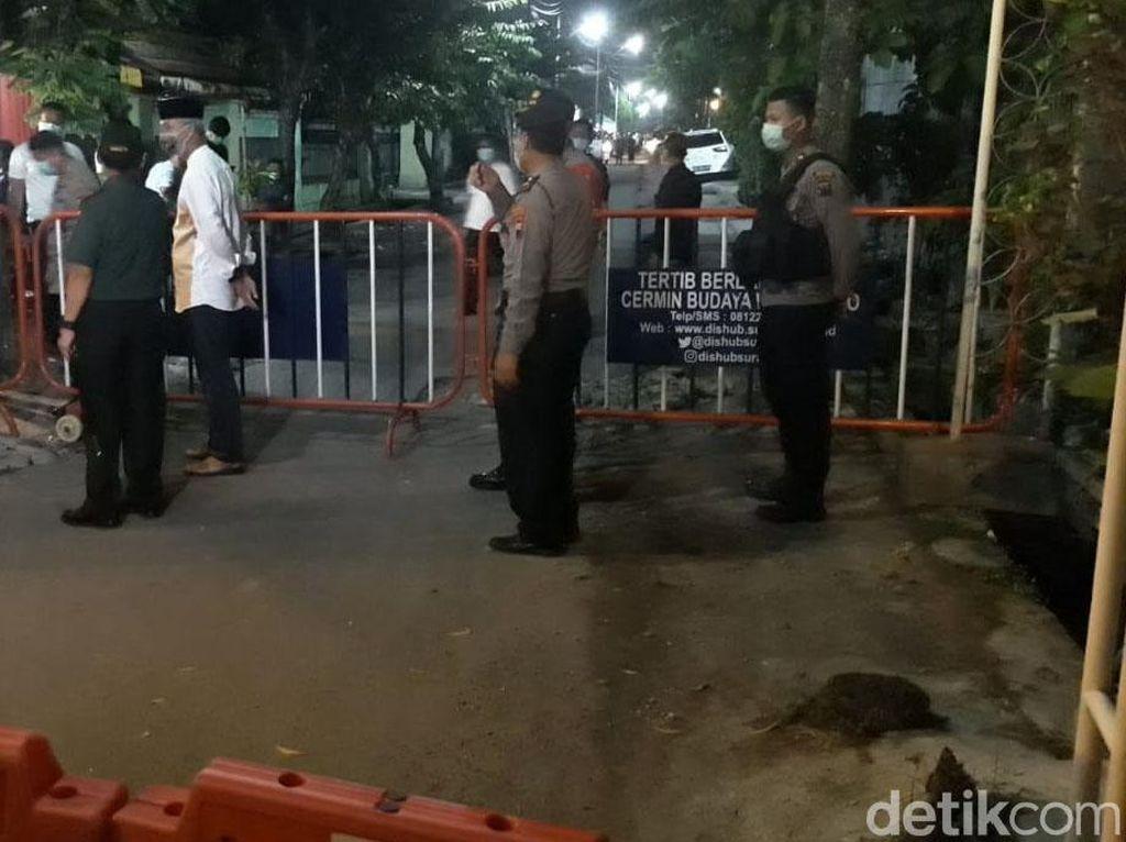 Aparat Kepolisian Mulai Berjaga di Rumah Duka Ibunda Jokowi