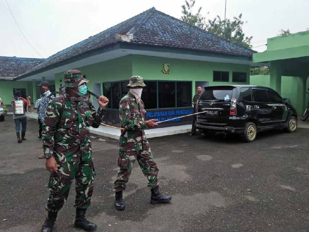 TNI-Polri Semprot Disinfektan di Terminal-Pasar Rangkasbitung
