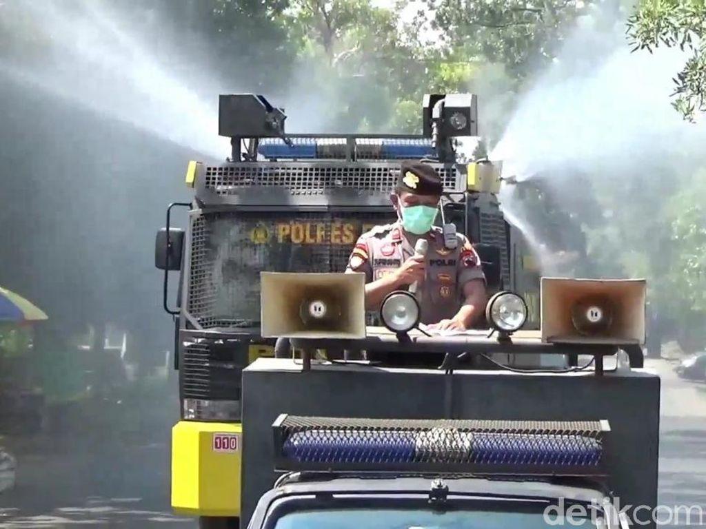 Jalur Pantura di Pati Disemprot Disinfektan Pakai Water Cannon