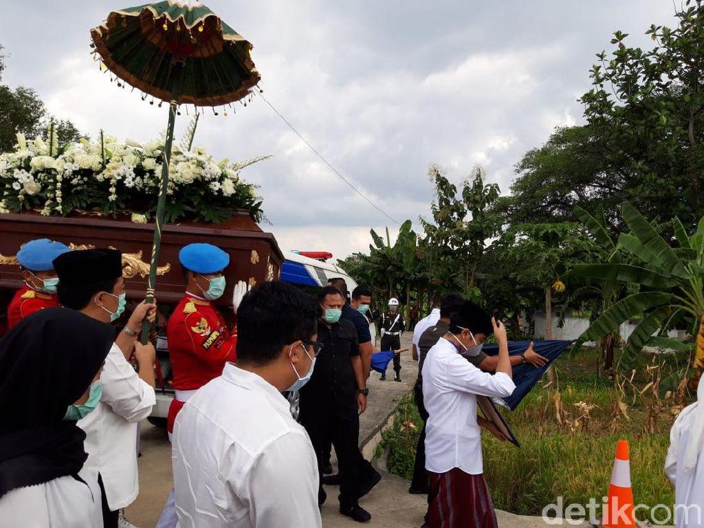 Kenang Ibunda Jokowi, Bupati Karanganyar: Sosok Teladan dan Pejuang