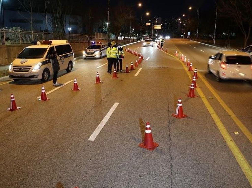 Takut Tertular Corona, Ini Cara Polisi Korsel Razia Pengendara