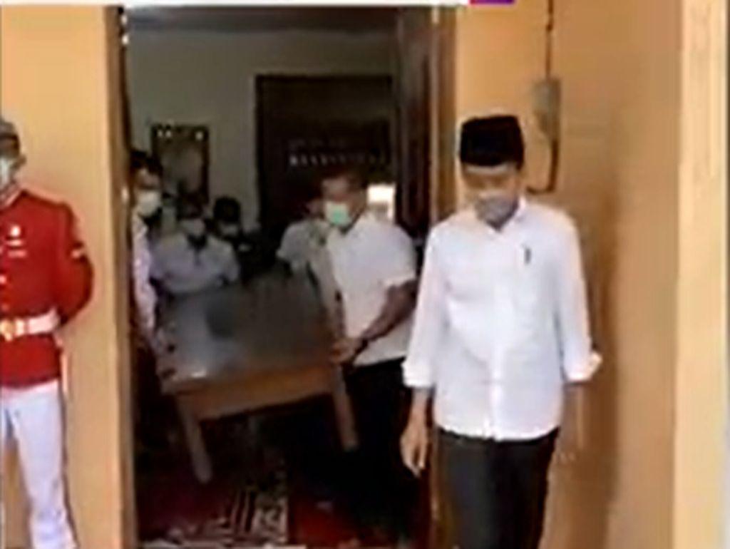 Video Raut Wajah Jokowi Melepas Kepergian Ibunda Tercinta