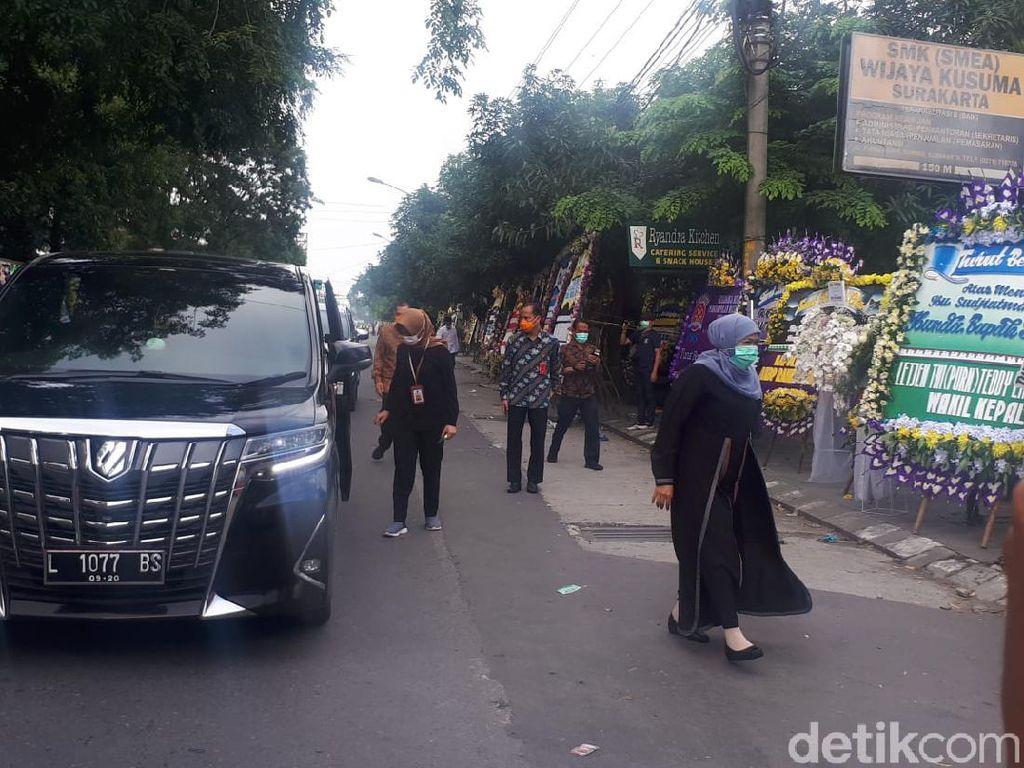 Gubernur Jatim Khofifah Ungkap Wasiat Ibunda Jokowi