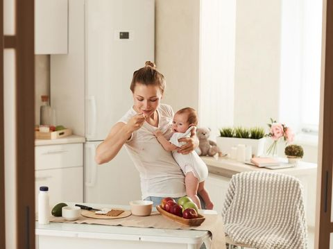 Ibu Menyusui Banyak Mengonsumsi Makanan Manis, Bikin ASI Berbahaya?