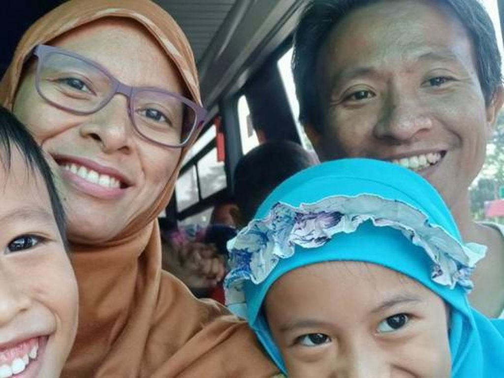 Berlapang Dada, Terpisah Sementara dengan Keluarga di Indonesia
