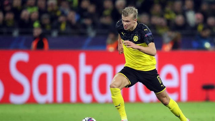 DORTMUND, GERMANY - FEBRUARY 18: Erling Haaland of Dortmund controls the ball during the UEFA Champions League round of 16 first leg match between Borussia Dortmund and Paris Saint-Germain at Signal Iduna Park on February 18, 2020 in Dortmund, Germany. (Photo by Alex Grimm/Getty Images)