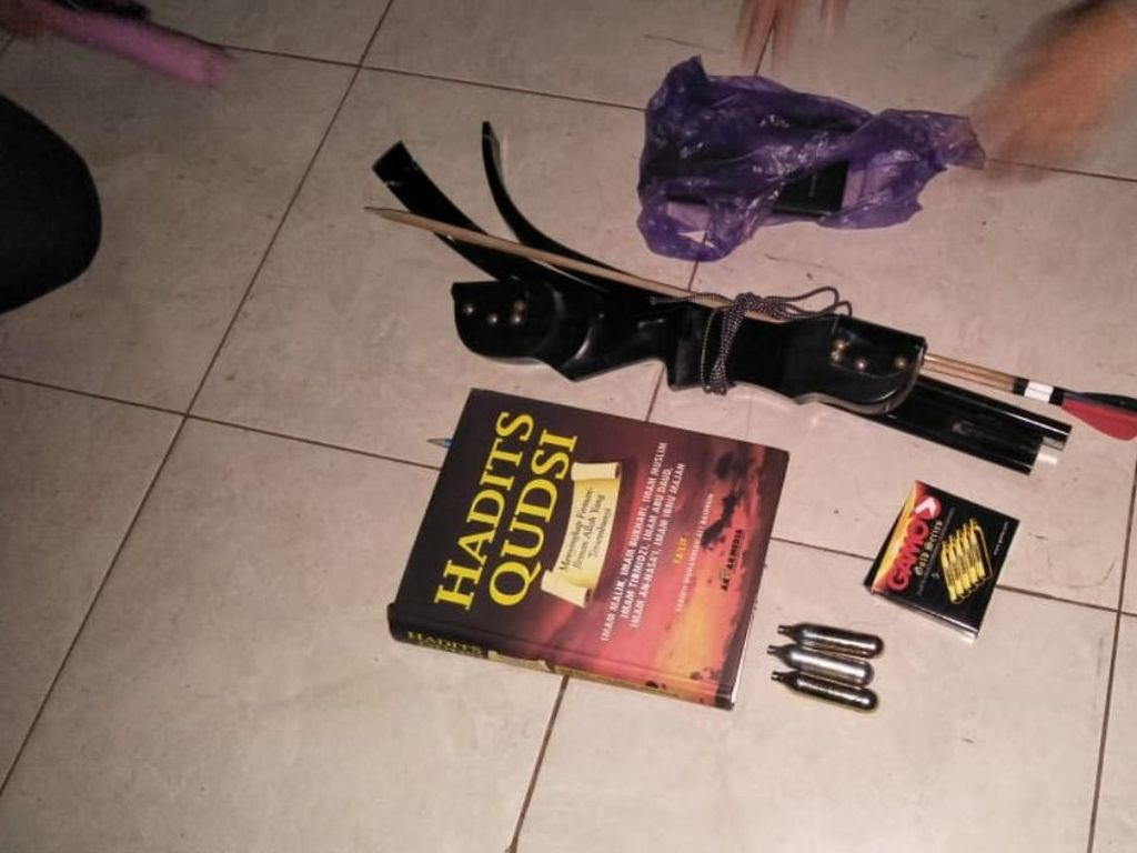 Tangkap 5 Terduga Teroris di Batang, Densus 88 Temukan Bahan Perakit Bom