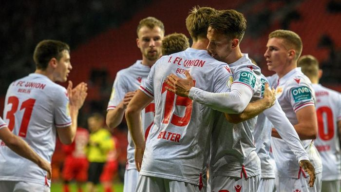 Union Berlins Danish forward Marcus Ingvartsen celebrates scoring the opening goal with his teammates during the German Cup (DFB Pokal) quarter-final football match Bayer Leverkusen v Union Berlin in Leverkusen, western Germany on March 4, 2020. (Photo by SASCHA SCHUERMANN / AFP) / DFB REGULATIONS PROHIBIT ANY USE OF PHOTOGRAPHS AS IMAGE SEQUENCES AND QUASI-VIDEO.