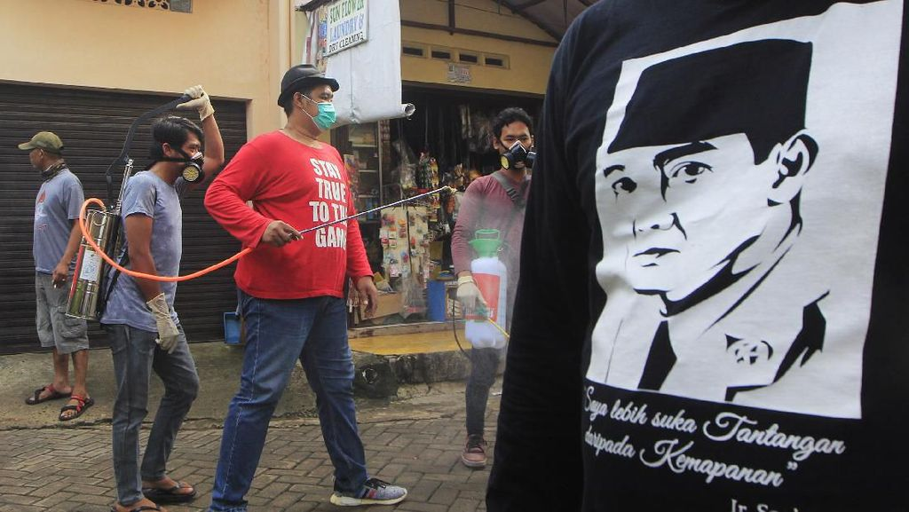 Sosialisasi Physical Distancing di Kawasan Kelapa Indah Banten