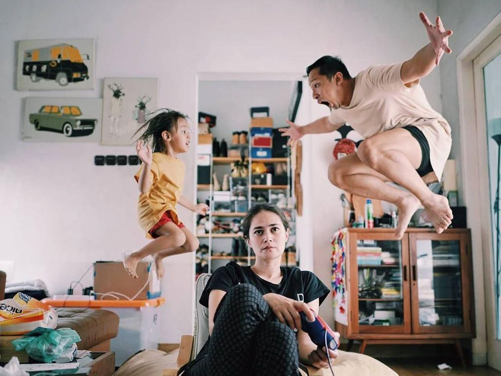 Foto: Keseruan #dirumahaja 9 Artis Indonesia, Main Karet hingga Nyuci Baju
