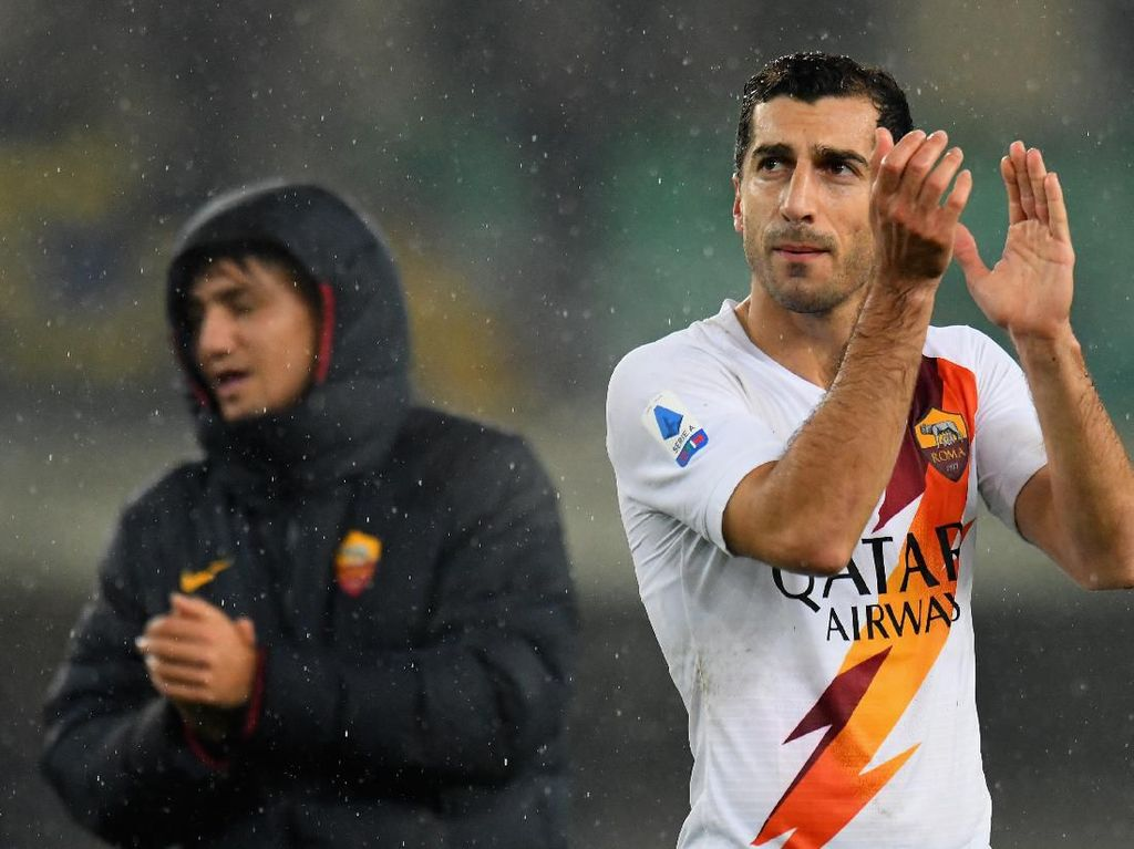 Henrikh Mkhitaryan Dilepas Arsenal, Pindah Permanen ke AS Roma