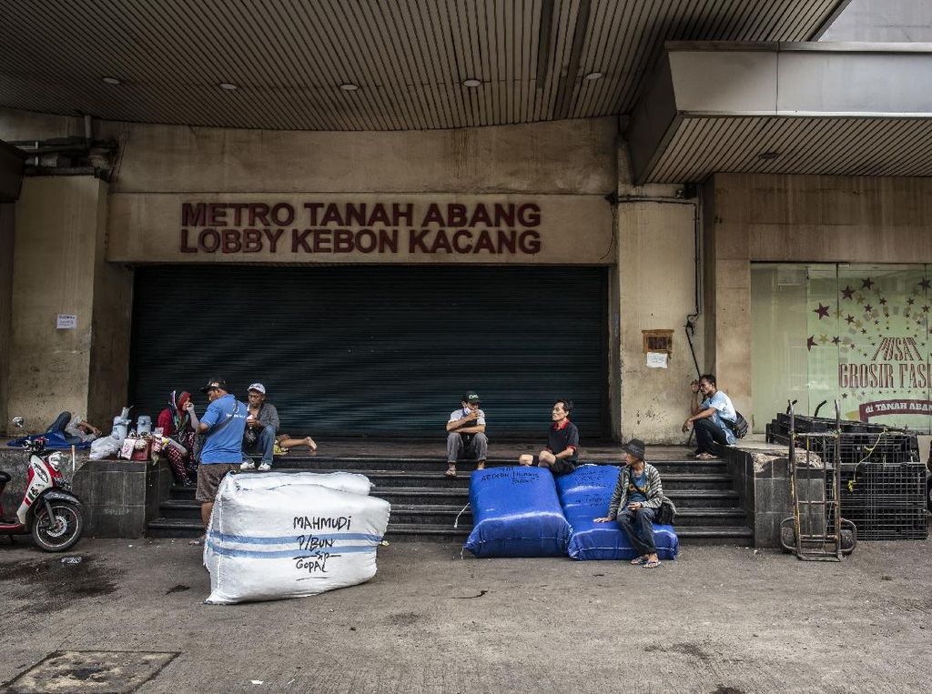 Pedagang Pasar Tanah Abang Minta Bansos dan Keringanan Utang