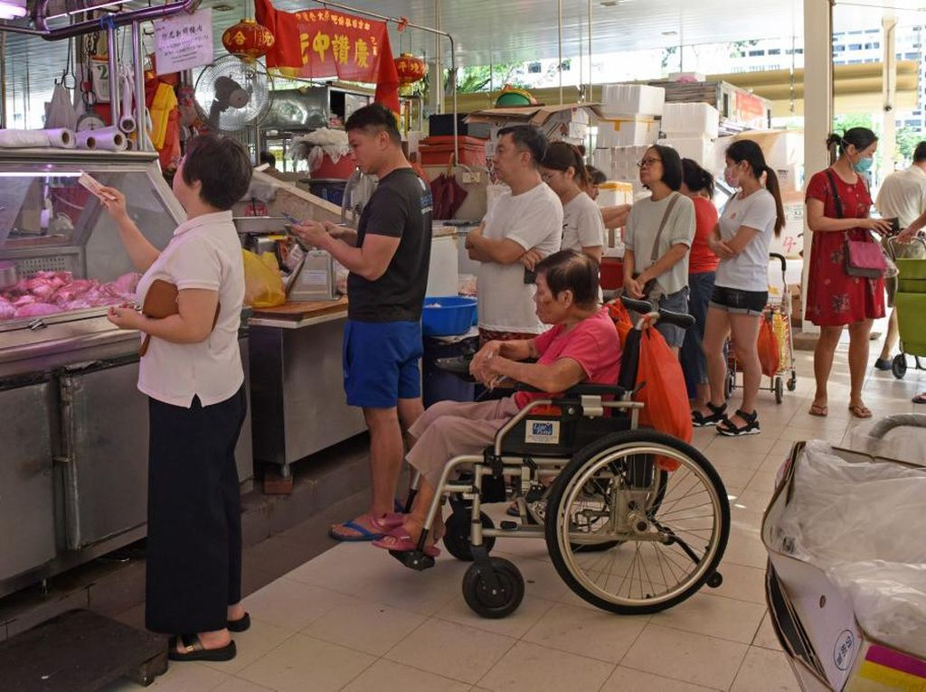 Sengaja Berdiri Terlalu Dekat Orang Lain Terancam Bui di Singapura