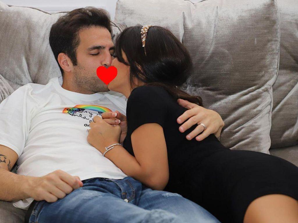 Cesc Fabregas di Karantina: Mesra-mesraan dengan Daniella Semaan