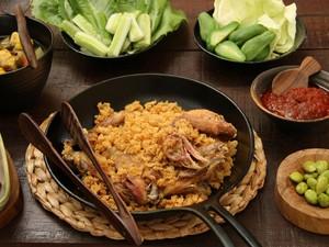 Kriuk Renyah! 5 Ayam Goreng Paling Hits di Tangerang Selatan
