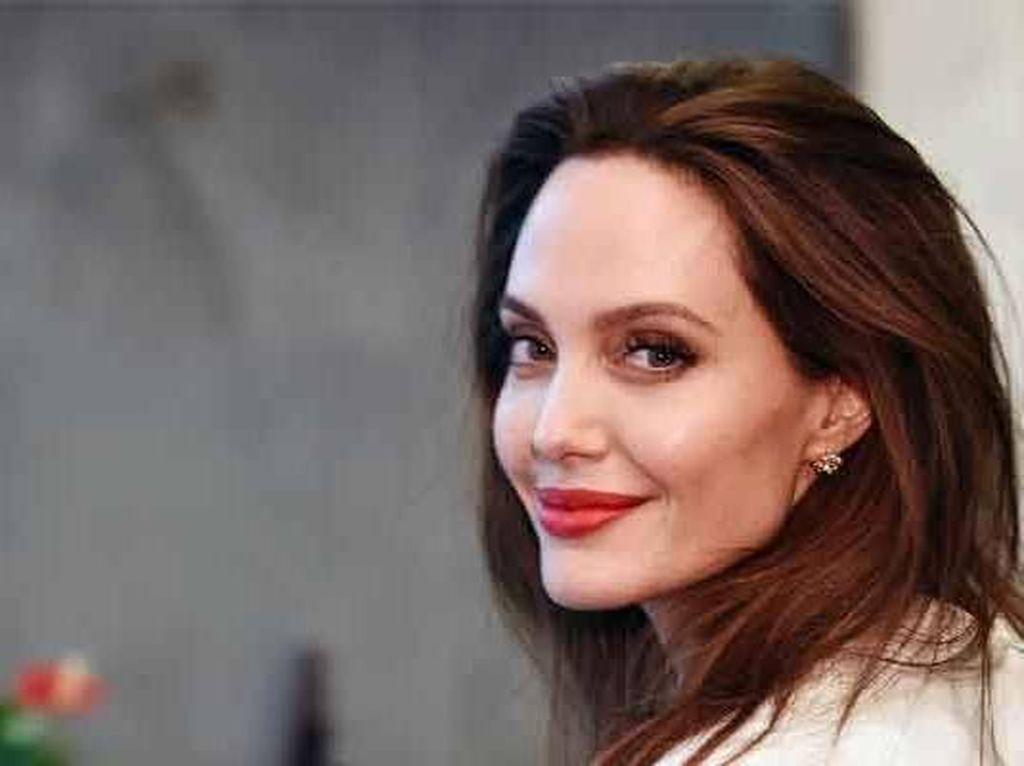 Pesan Angelina Jolie Saat Jalani Karantina