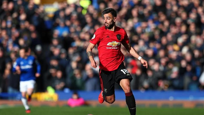 LIVERPOOL, ENGLAND - MARCH 01: Bruno Fernandes of Manchester United in action during the Premier League match between Everton FC and Manchester United at Goodison Park on March 01, 2020 in Liverpool, United Kingdom. (Photo by Jan Kruger/Getty Images)