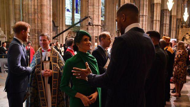 Joshua sempat ngobrol dengan istri Pangeran Harry, Meghan Markle.