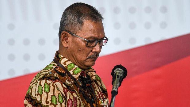 Juru Bicara Pemerintah untuk Penanganan COVID-19 Achmad Yurianto bersiap menyampaikan keterangan pers di Graha BNPB, Jakarta, Jumat (27/3/2020). Berdasarkan data hingga Jumat (27/3/2020) pukul 12.00, jumlah kasus positif COVID-19 mencapai 1.046 orang di 27 provinsi se-Indonesia dengan jumlah pasien sembuh mencapai 46 orang dan  meninggal dunia mencapai 87 orang.  ANTARA FOTO/Nova Wahyudi/nz