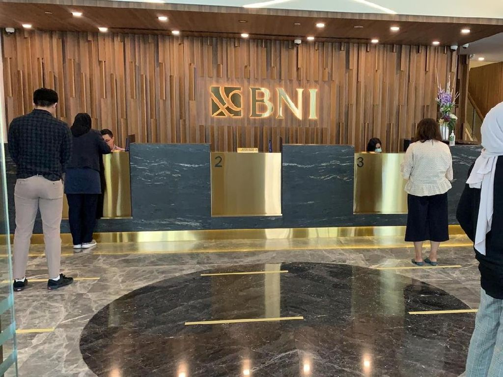 Ada Physical Distancing, Pekerja RI di Singapura Manfaatkan BNI MoRe