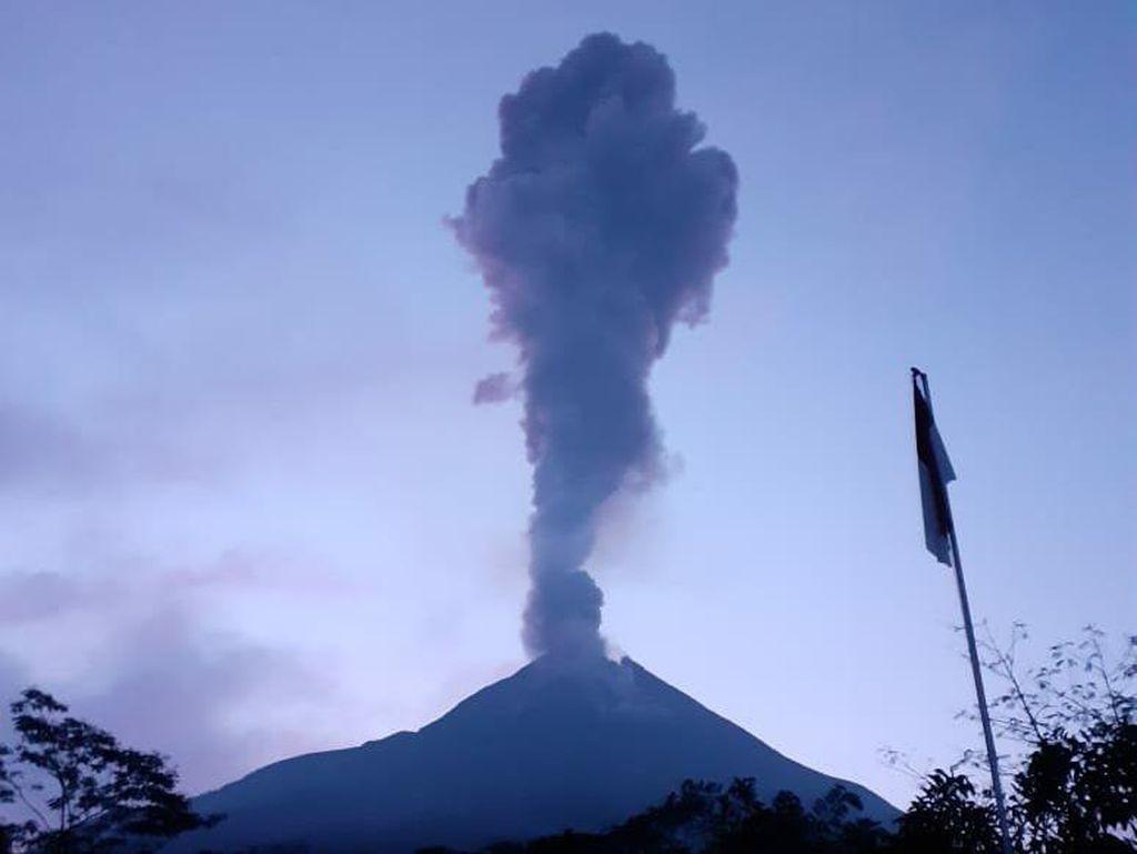 Video Penampakan Erupsi Gunung Merapi Pagi Ini