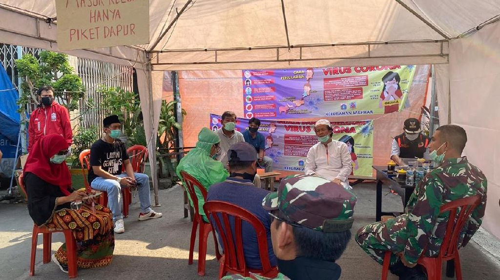 DMI Salurkan Bantuan Logistik untuk Jemaah di Masjid Jakbar