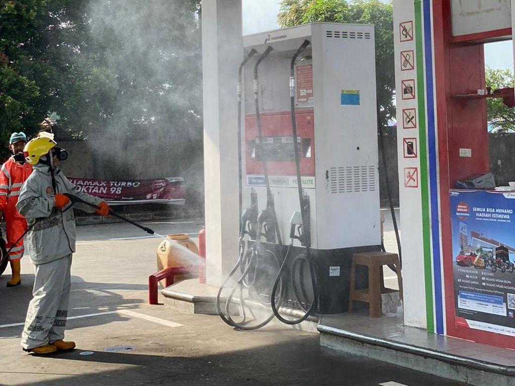 Cegah Corona Merebak, 163 SPBU di Tangerang Disemprot Disinfektan
