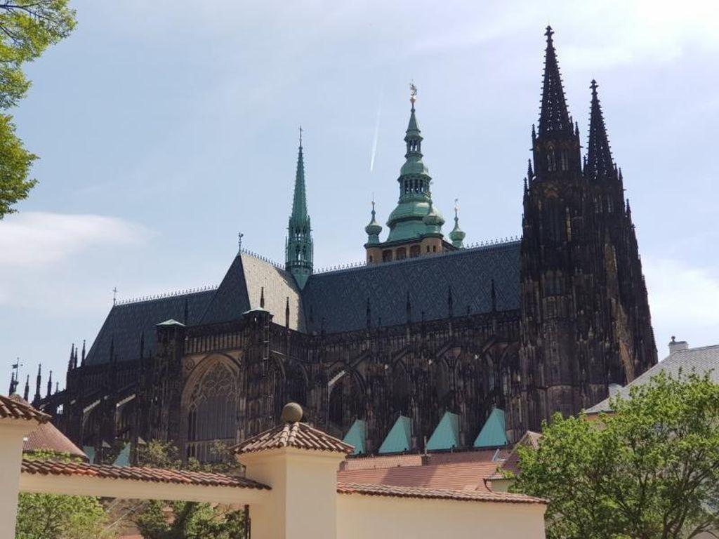 Sabar Dulu Ya, Nanti Kita Berwisata ke Kota Praha