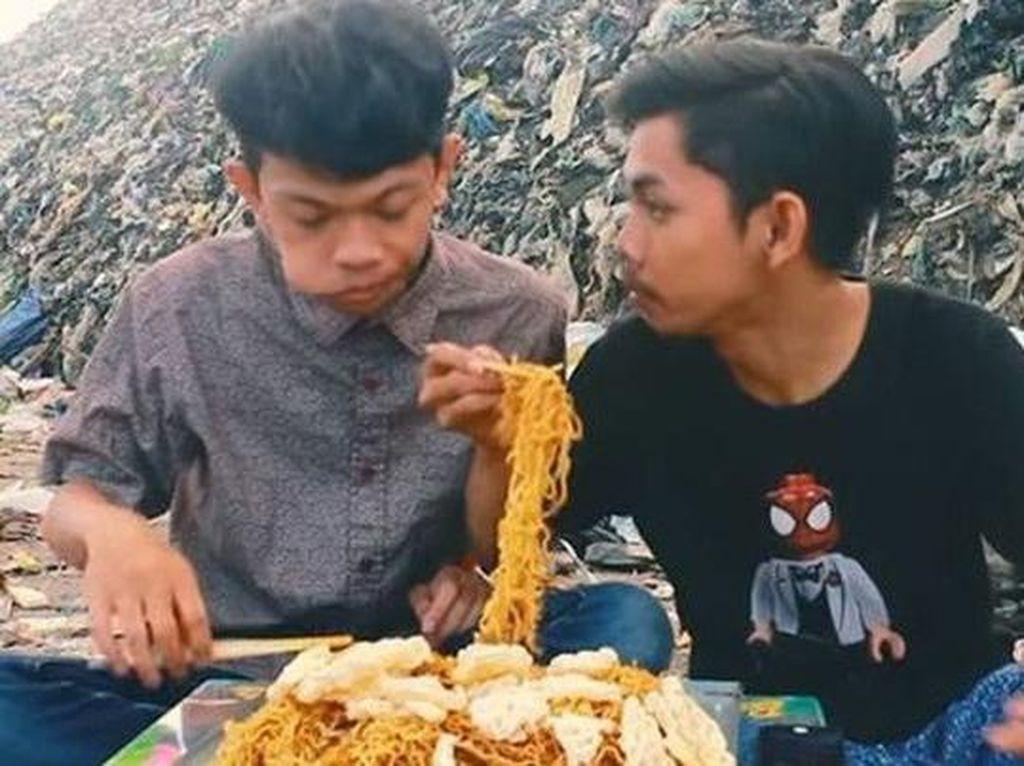 Kocak! Ini Review Makanan Pengajian hingga Mukbang Bareng Sampah