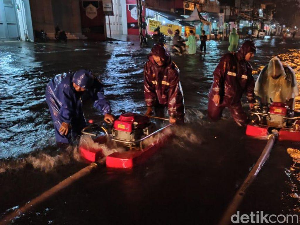 Hujan Deras, Sejumlah Titik di Kota Bandung Terendam Banjir