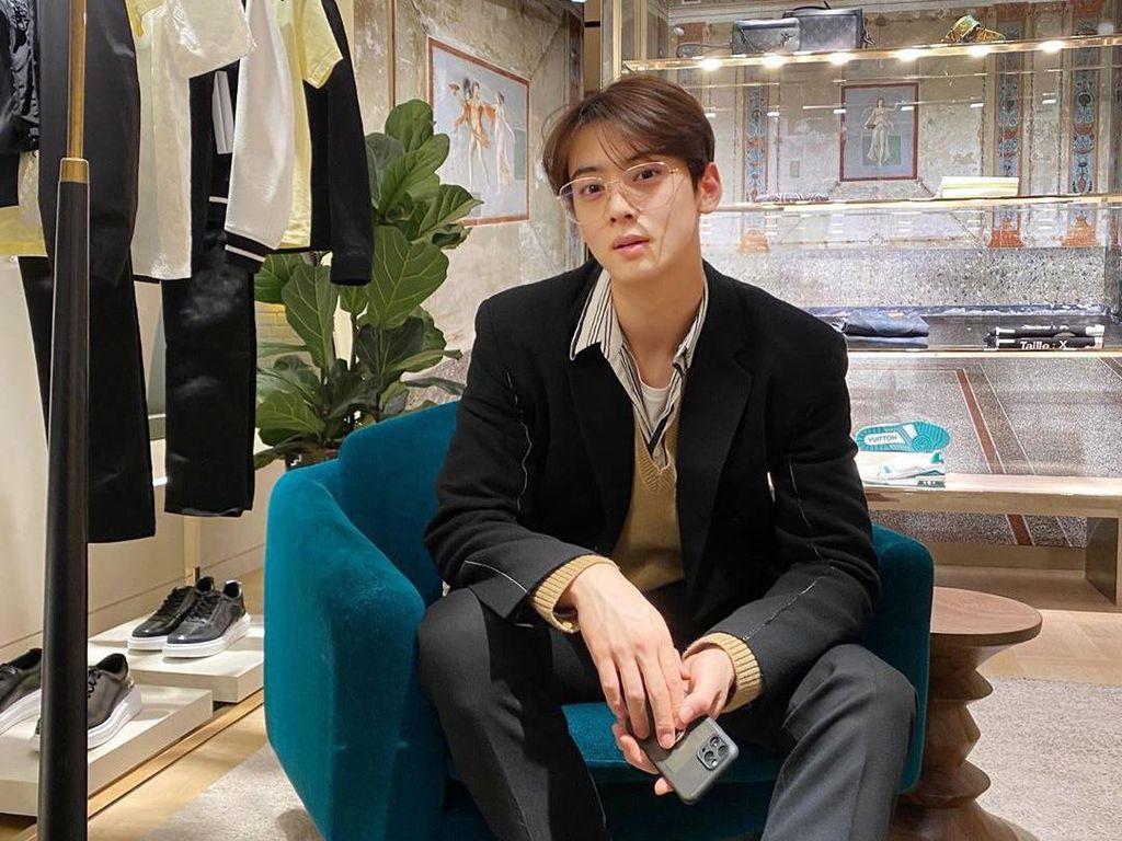 Cha Eun Woo Jadi Model Pembalut, Begini Tanggapan Protes Para Netizen