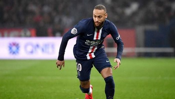 Paris Saint-Germains Brazilian forward Neymar  runs for the ball during the French L1 football match between Paris Saint-Germain (PSG) and Girondins de Bordeaux at the Parc des Princes stadium in Paris, on February 23, 2020. (Photo by FRANCK FIFE / AFP)