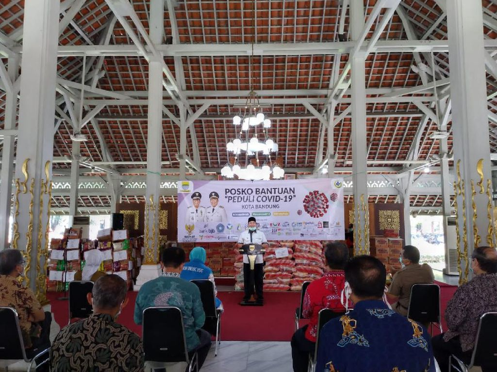 Pemkot-Pengusaha Bandung Salurkan 23 Ribu Sembako untuk Warga Miskin