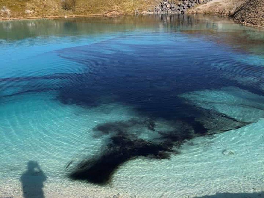 Cegah Influencer Berkumpul, Danau Cantik Ini Dibuat Menghitam