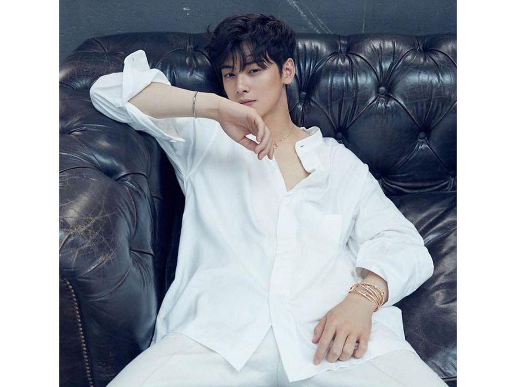 10 Bukti Cha Eun Woo Ganteng dengan Baju Apapun, Jaket Rombeng Hingga Handuk