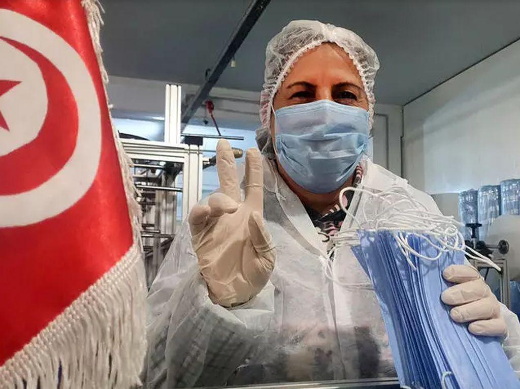 Heroik, 150 Pekerja Isolasi Diri di Pabrik Supaya Bisa Terus Bikin Alat Kesehatan