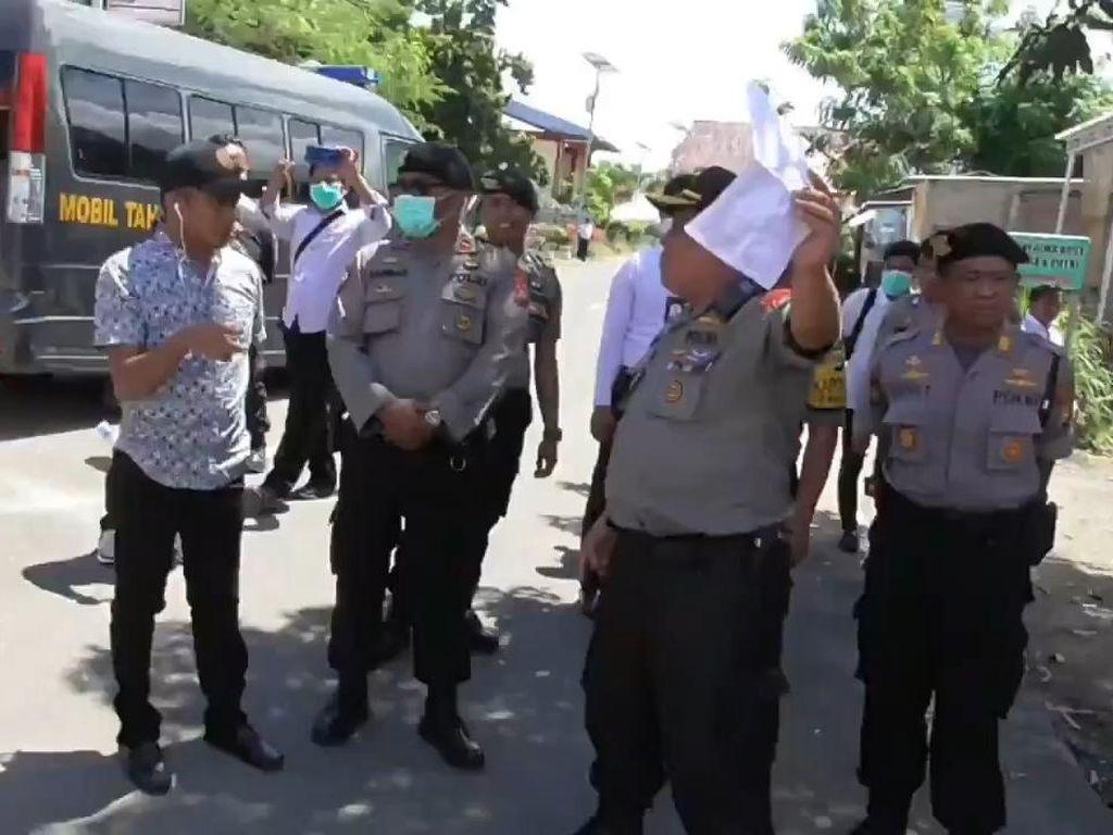 Saat Demo Penutupan Bandara Mamuju Dibubarkan Polisi