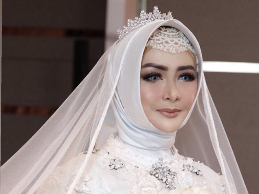Momen Bahagia Eddies Adelia Rujuk dengan Mantan Suami