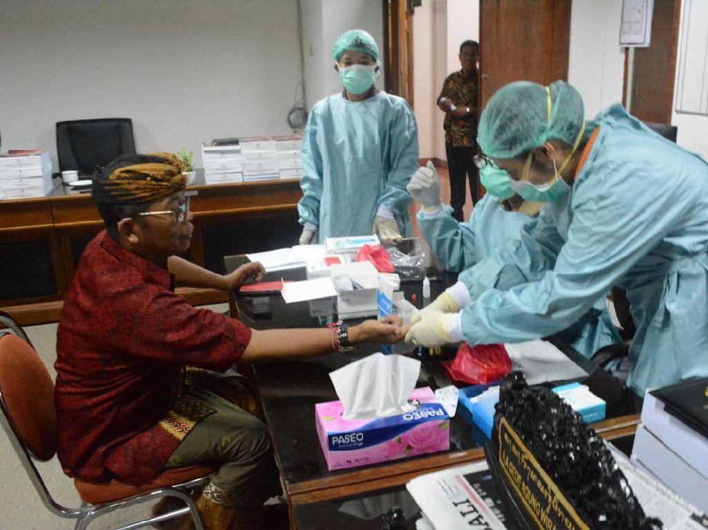 Sejumlah Anggota DPRD Bali Jalani Rapid Test Usai Kembali dari Jakarta