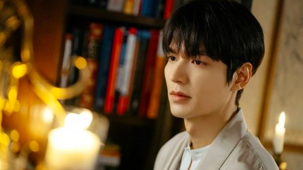 Lee Min Ho dalam The King: Eternal Monarch