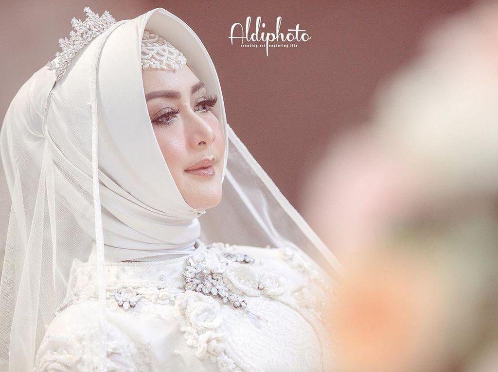 Foto: Gaya Eddies Adelia Menikah Lagi dengan Mantan Suami