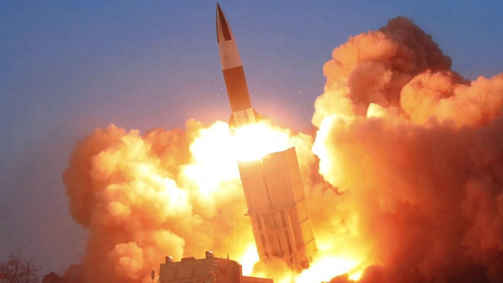Potret Korea Utara Uji Coba Rudal di Tengah Pandemi Corona
